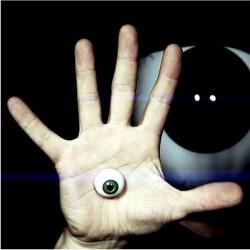 O Olho Que Tudo Vê - by Dan Harlan